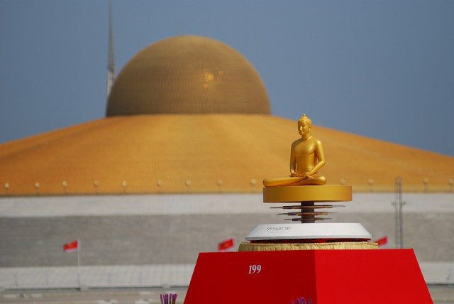 Thailand's Largest Buddhist Temple Goes Wireless