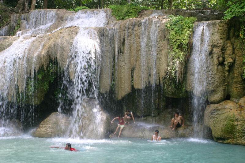 Czech tourist plunges to death at Samui waterfall