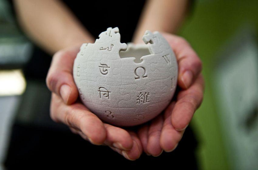 Small Wikipedia globe