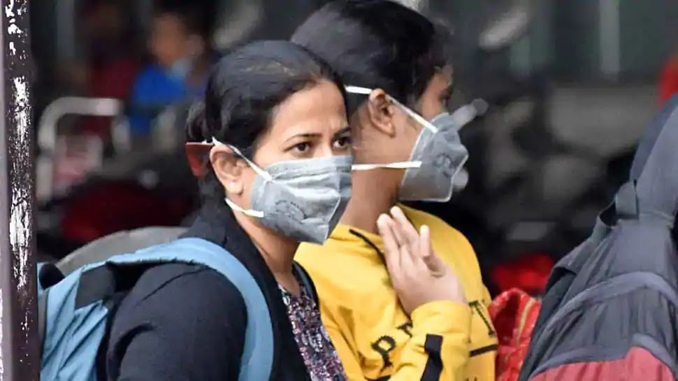 Indian women wearing masks during the COVID-19 outbreak