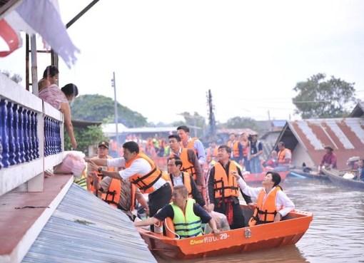 Yingluck Shinawatra 2011 flooding