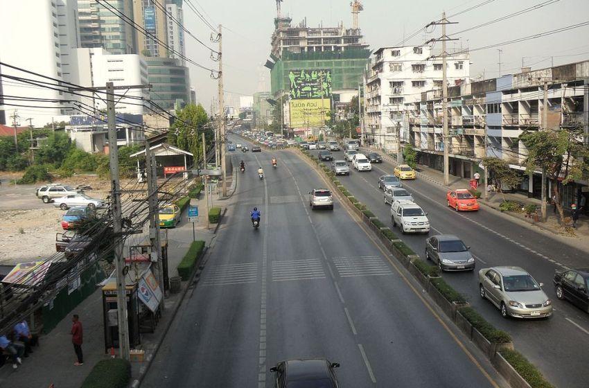 Bangkok: Woman falls 18 floors to death