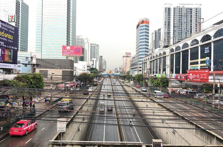 Ratchadaphisek Road at Sutthisan Intersection, Bangkok