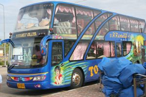 Tour bus crashes into multiple baht buses, cars and motorbikes in Pattaya
