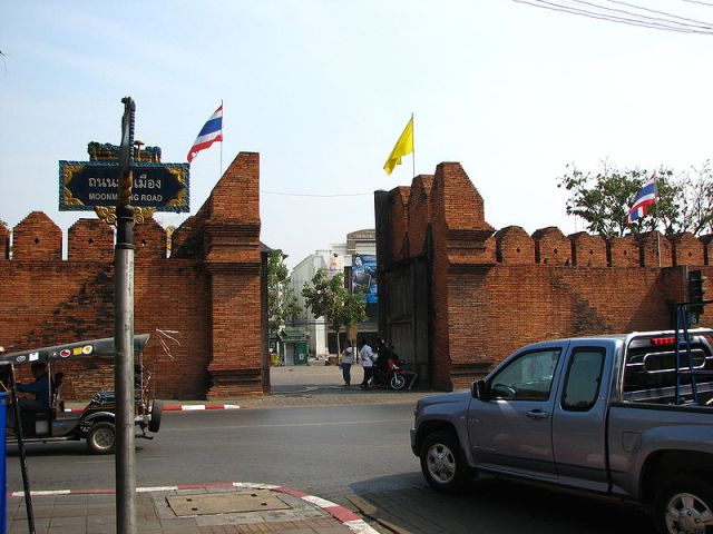 No Jail Time for Tourists Who Vandalized Chiang Mai Wall