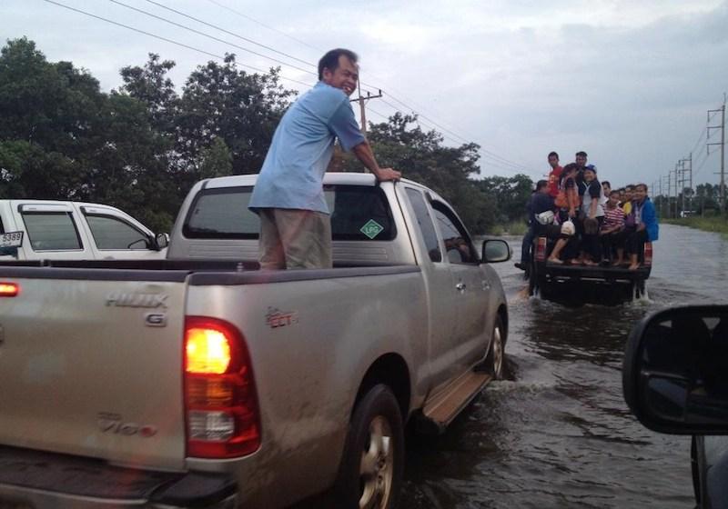 Mittraphap Road under 50-80cm water affecting inbound traffic to Bangkok