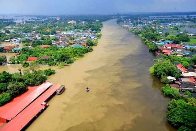 Chao Phraya overflow wreaks havoc