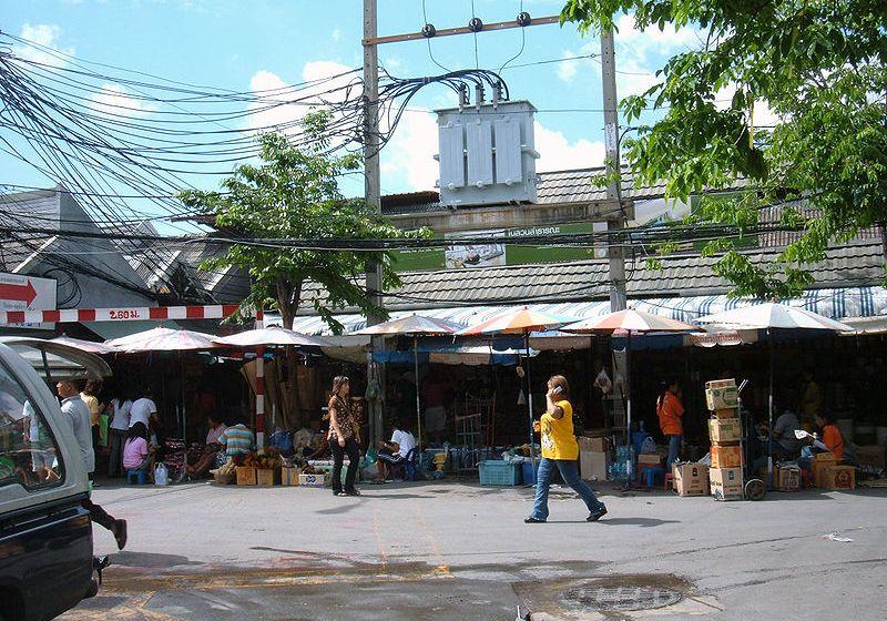 Chatuchak Weekend Market stalls