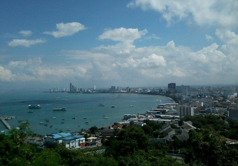 Unidentified foreign man found floating in Pattaya Bay with rock tied to his neck