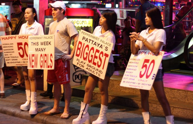 Thai man puts on his own illegal show outside Pattaya bar