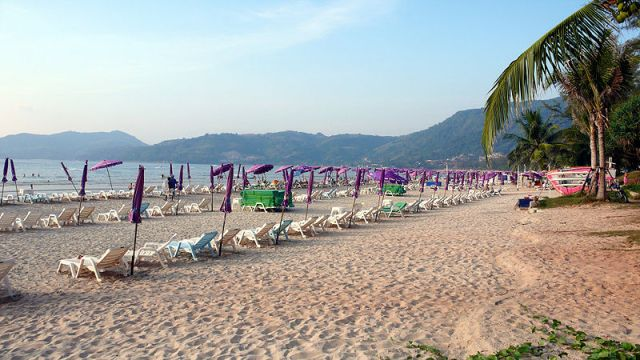 Death of Korean girl on Patong beach may be a suicide attempt