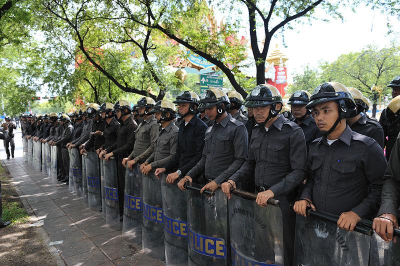 Thai police at Ratchadamnoen PAD Protest