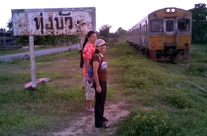 Thung Bua railway stop in Suphanburi