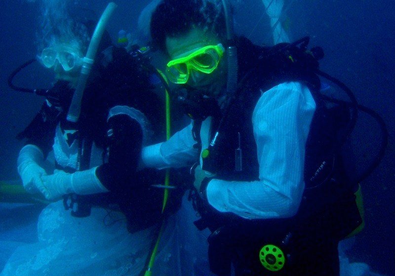 Garbage invades underwater wedding island in Trang