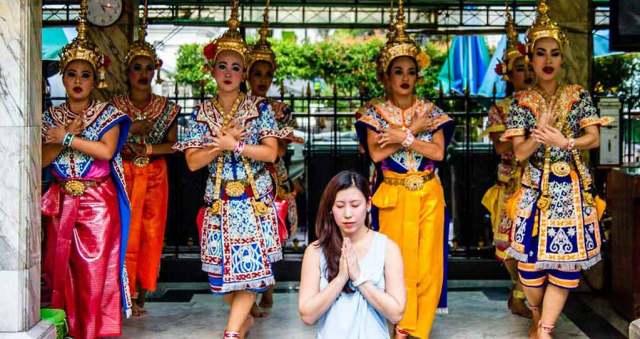 thai dance at erawan shrine