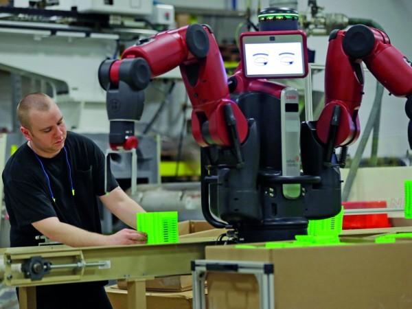 หุ่นยนต์ Baxter ทำงานเคียงข้างคนงาน ภาพจาก http://www.prospectmagazine.co.uk/features/is-technology-set-to-steal-your-job