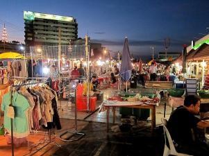 Noční tržnice - Udon Thani - Thajsko