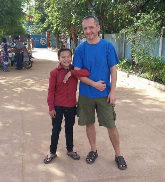 Setkání před branou věznice Siem Reap