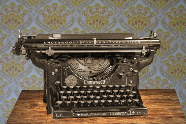 typewriter 875310 1920 - Archive