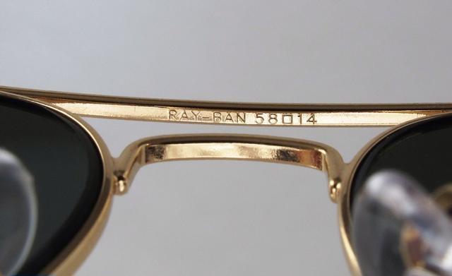 53c54f10c من المميزات الجديدة لنظارات الراي بان الأصلية أنه يتم حفر RB علي العدسة  اليسري يمكنك مقارنة المكان مع حجم الخط بعناية فائقة .