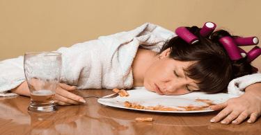 النوم بعد الاكل بكم ساعة، مع اضرار النوم مباشرة