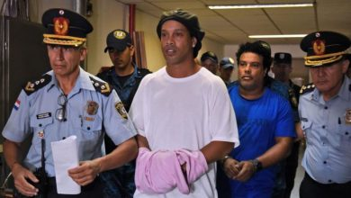 First image of Ronaldinho in the jail of Paraguay