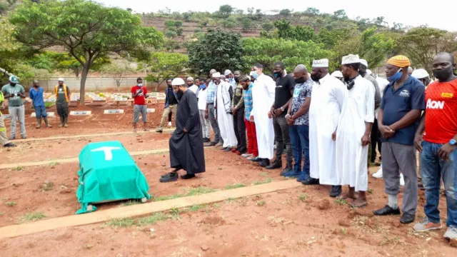 Popular Slay Queen Buried Like A Dog In Town , Mother wants to have a second memorial