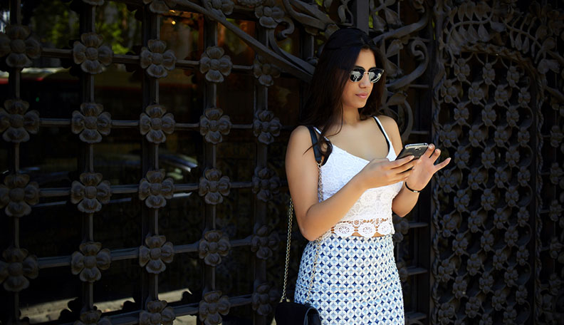 What to Text a Girl You Just Met to Ensure She Texts You Back