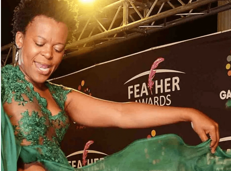 Zodwa Wabantu's fans forcefully finger her pussy during a show
