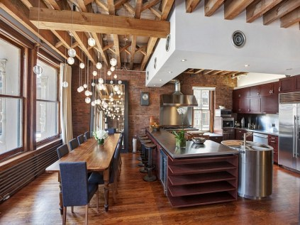 Beautiful-lighting-adds-elegance-to-the-eclectic-space-in-NYC
