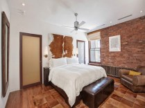 Elegant-bedroom-in-New-York-city-apartment-with-a-rustic-style