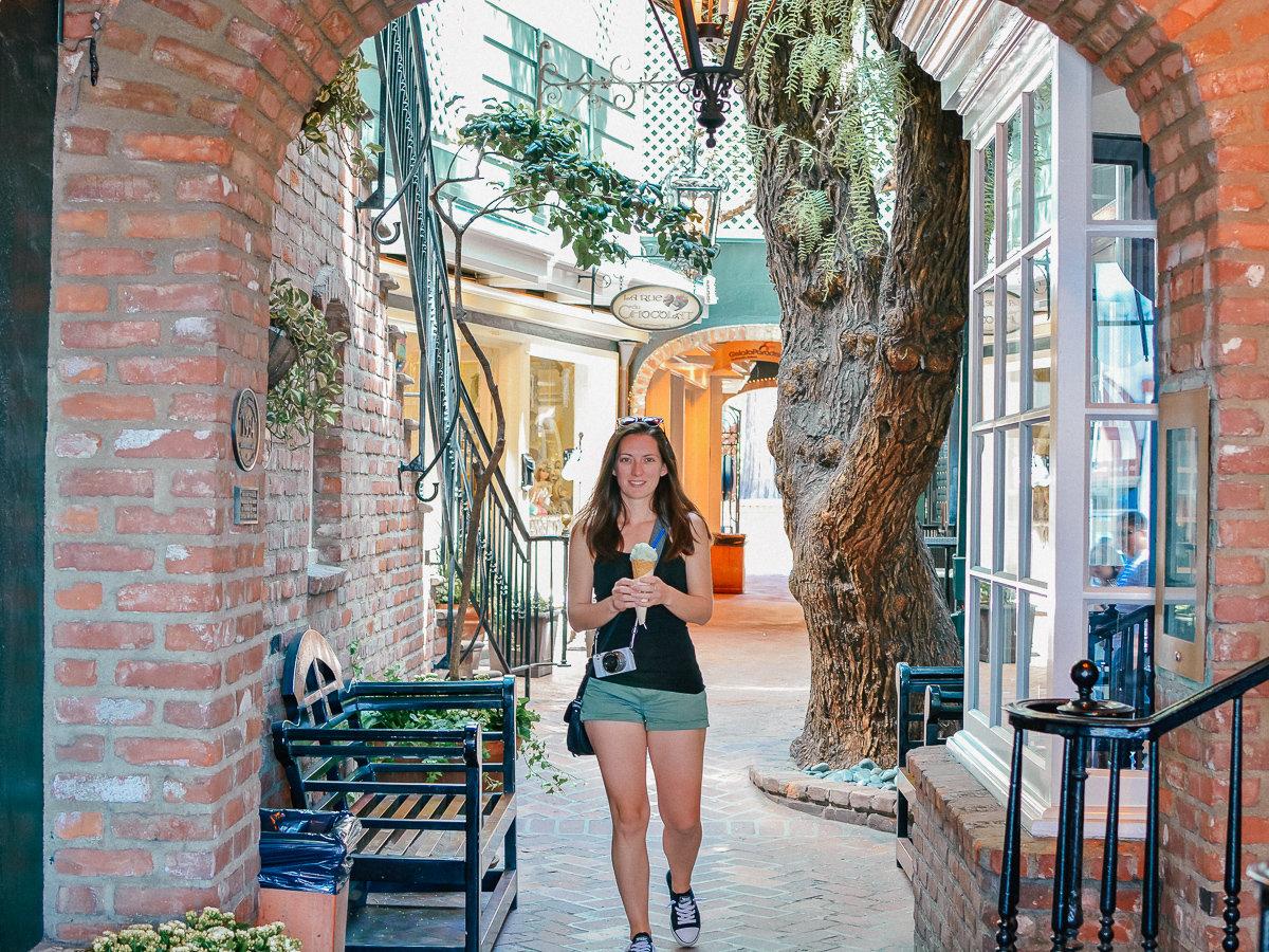The walkway to Gelato Paradiso in Laguna Beach, California