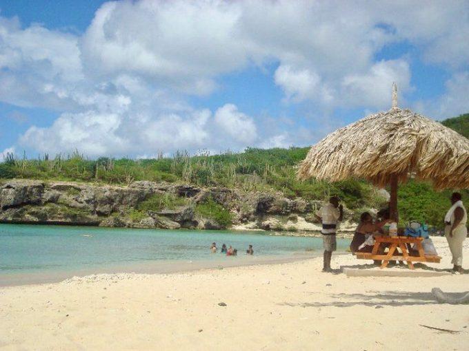 Cas Abou, Curaçao