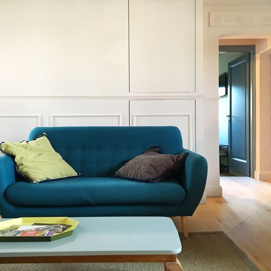 airbnb_florence_italy_interior_sofa