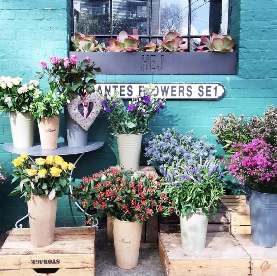 hej_bermondsey_coffee_house_flowers_exterior