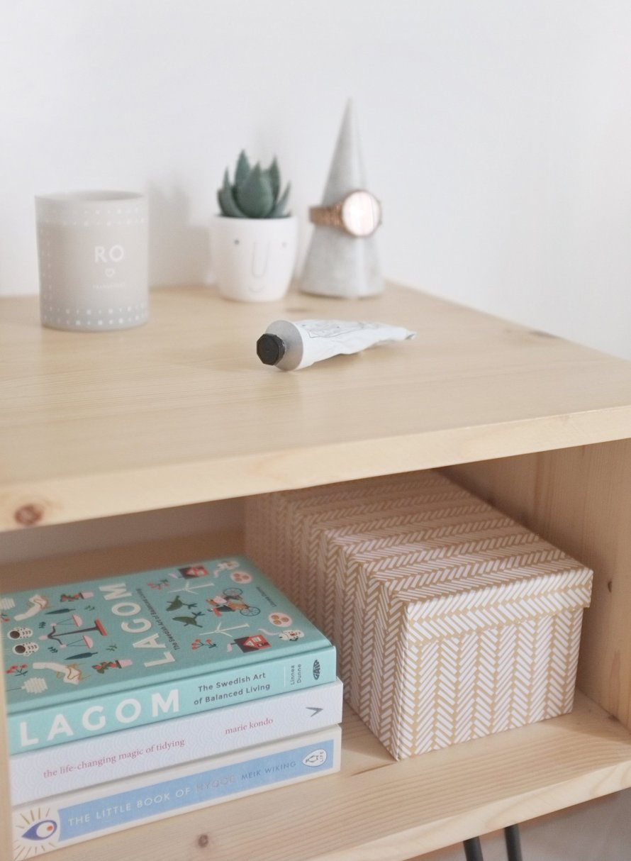 diy interior nightstand hairpinlegs books