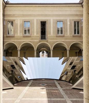 cos design installation milan empty