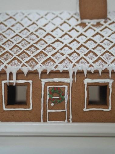 that scandinavian feeling christmas decor gingerbreadhouse door