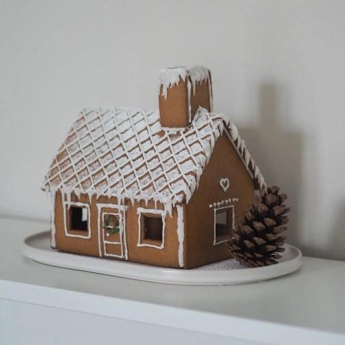 that-scandinavian-feeling-christmas-decor-gingerbreadhouse