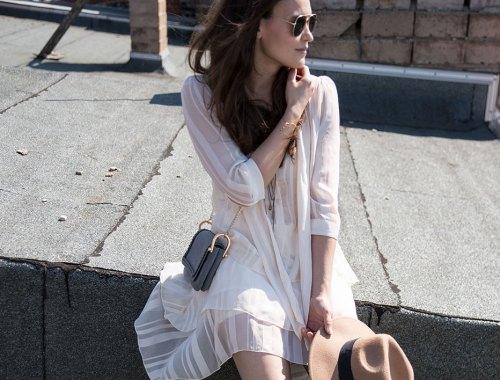 leichtes-Sommerkleid-mit-derben-Boots_Aufmacher
