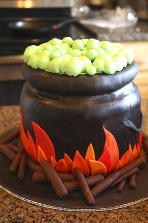 Cauldron Cake And Witch Cupcakes That S My Cake