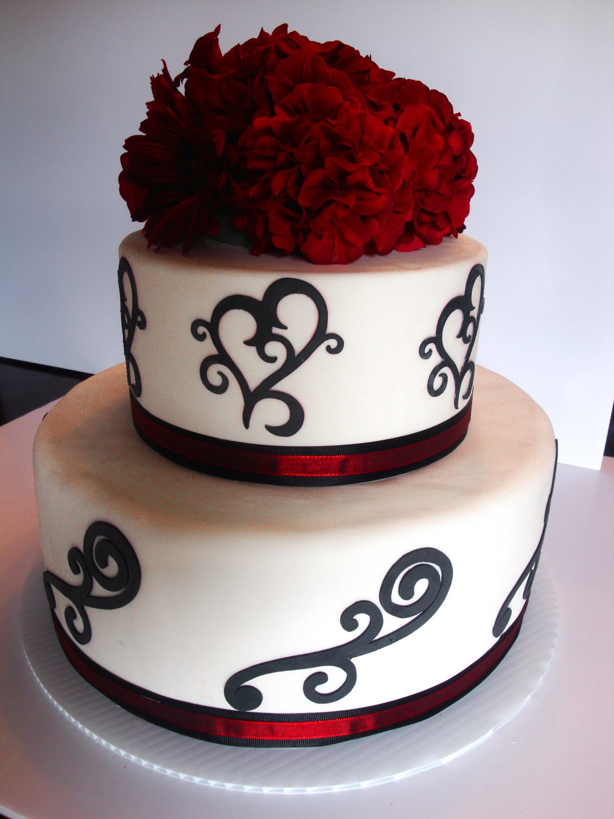 The Happy Caker: White, Black and Red Wedding Cake   Affordable Wedding Cakes Black And Red