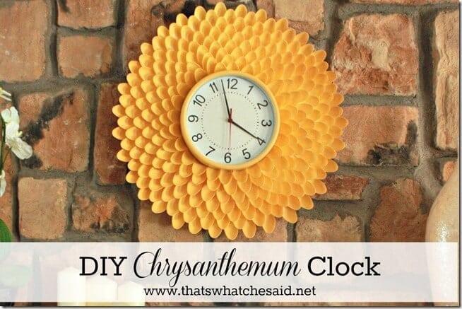 DIY Chrysanthemum Clock made from Plastic Spoons