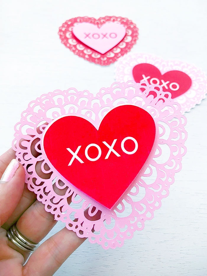 Paper heart with lace trip