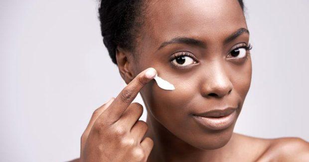 Winter Skin Care, Dry Skin Tips, Winter Beauty Tips, Skin Care In Winter, Best Moisturizer For Dry Skin, Winter Skin Care Tips,
