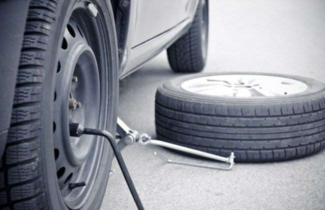 replace car tyre