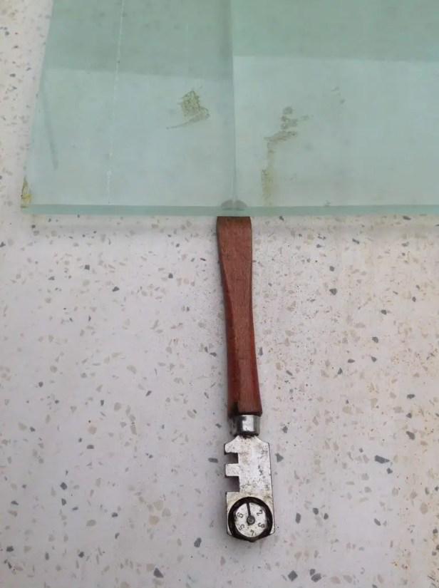 glass cutter under score mark
