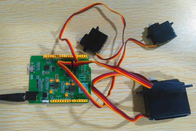 Servoduino with Servos Connected