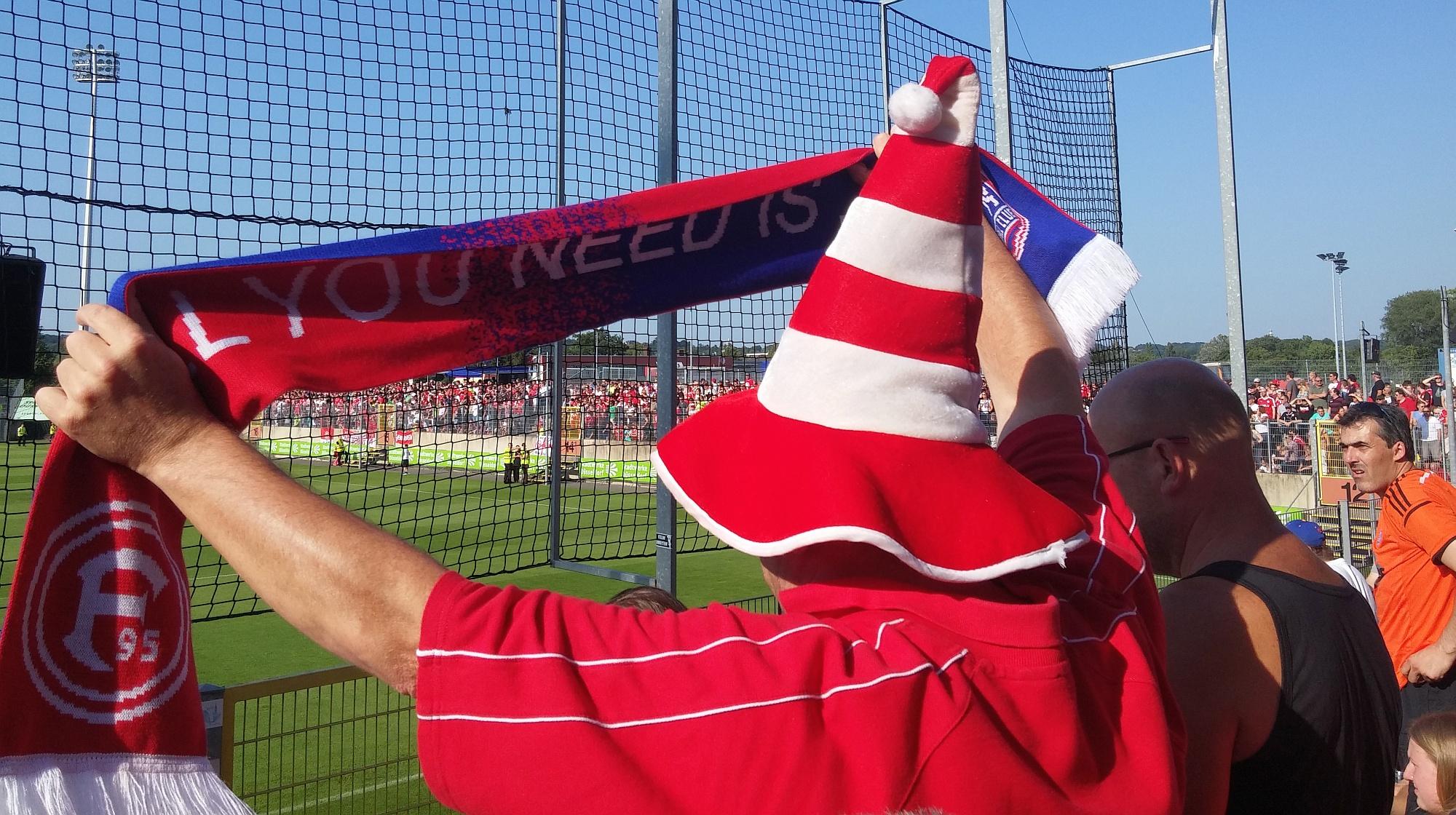 F95 vs ITFC - Endlich Fußball: Fanschal auf der Südtribüne im PJS