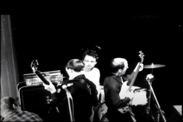 Charles Wilp (in der Mitte) und The Monks 1967 (Screenshot: Youtube - siehe unten)